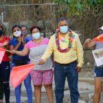 Víctor Aguirre da el banderazo de inicio de obra de pavimentación en la calle La Venta